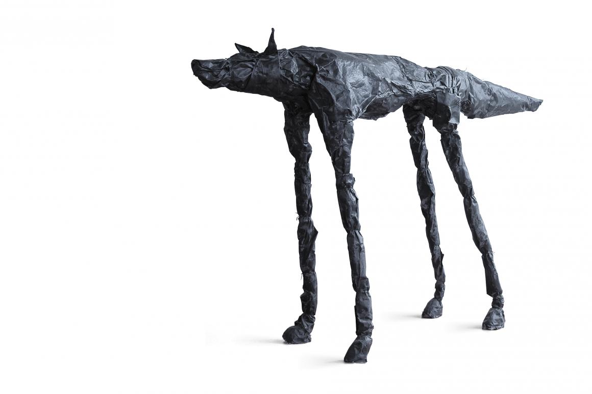 Bureau de zwarte hond